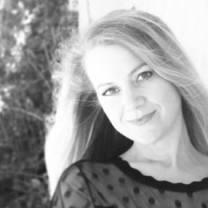 Kristin-Robertson-Author-Photo_Photo-Cred-Sean-Deitrick-400x286